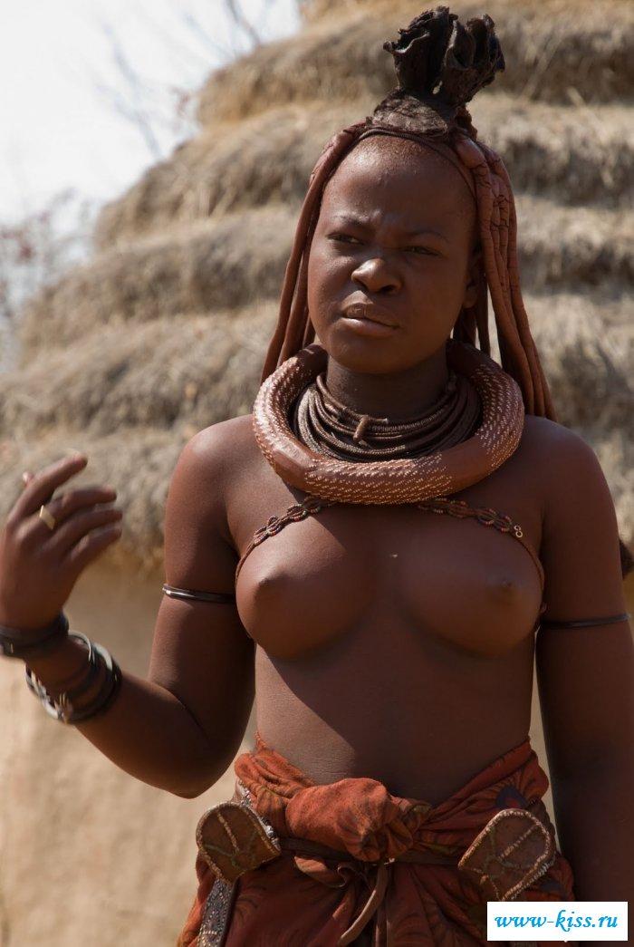 Роскошные девки в племенах красуются