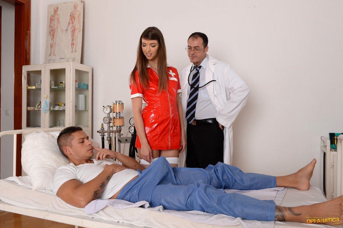 Врач на пару с больным отжарил медсестру