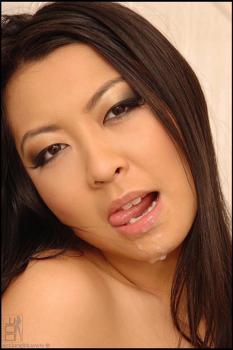 Негр вертит на фаллосе мелкую китаянку