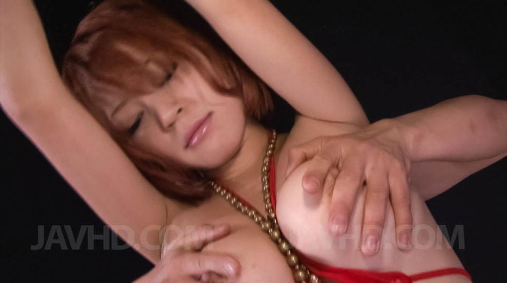 Sara Javhd, чувственная азиатка, хочет играть со своей вагиной Девчушке нравится хорошо мастурбировать