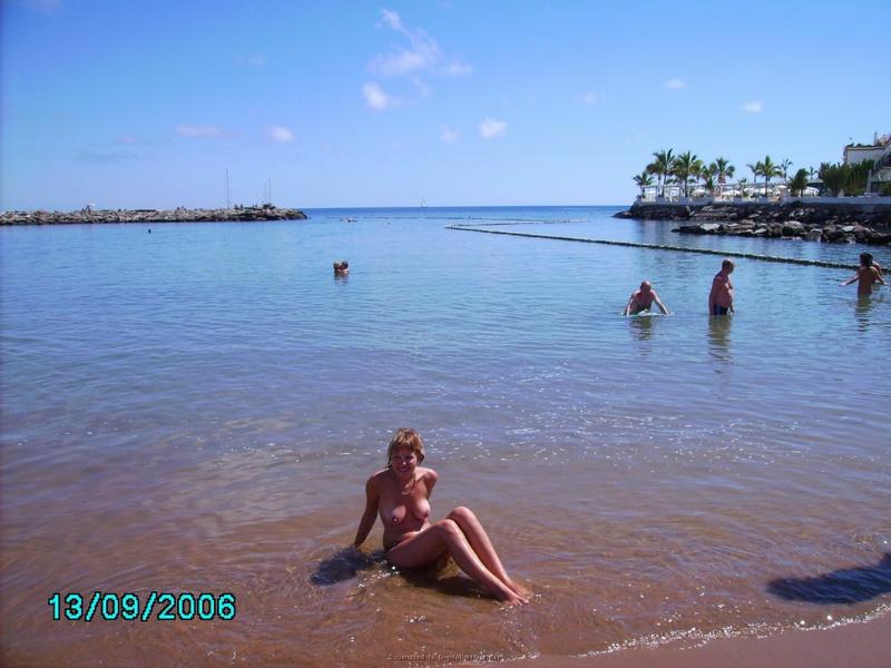 Паренек отправился с невестой летом на берегу моря