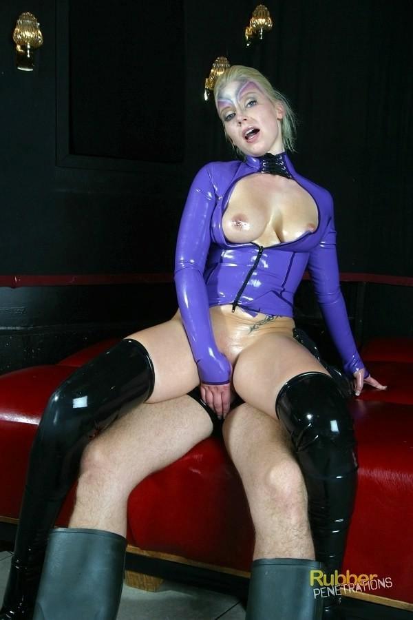Секс пары в латексе