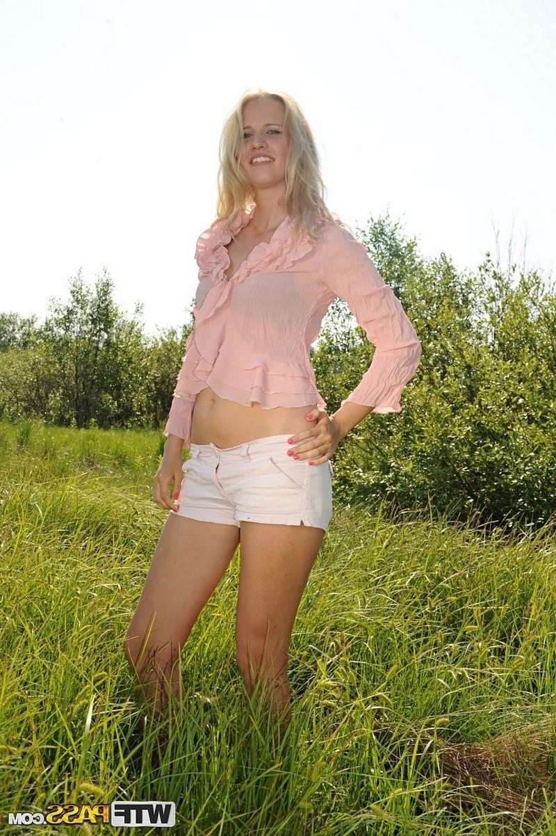 Секс на пикнике с привлекательной сожительницой