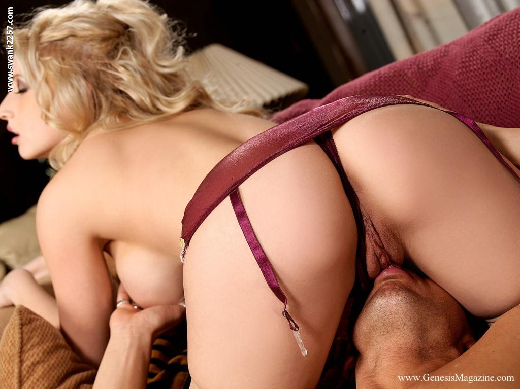 Красотка-блондинка Candy Manson трахается после минета и куннилингуса