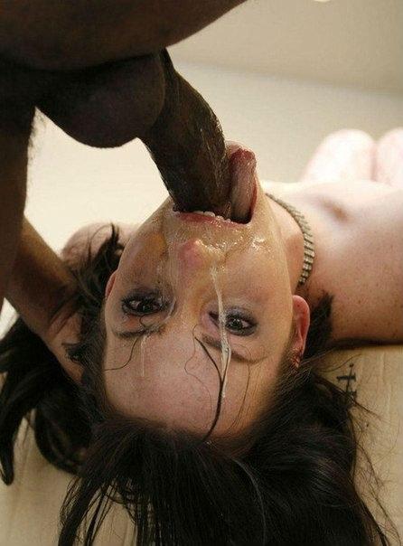 Негры с огромным фаллосами трахают белокожих тёлок
