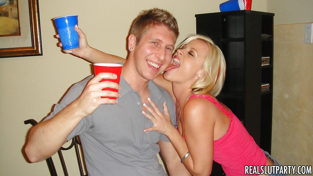 Пьяная ебля на молодёжной вечеринке