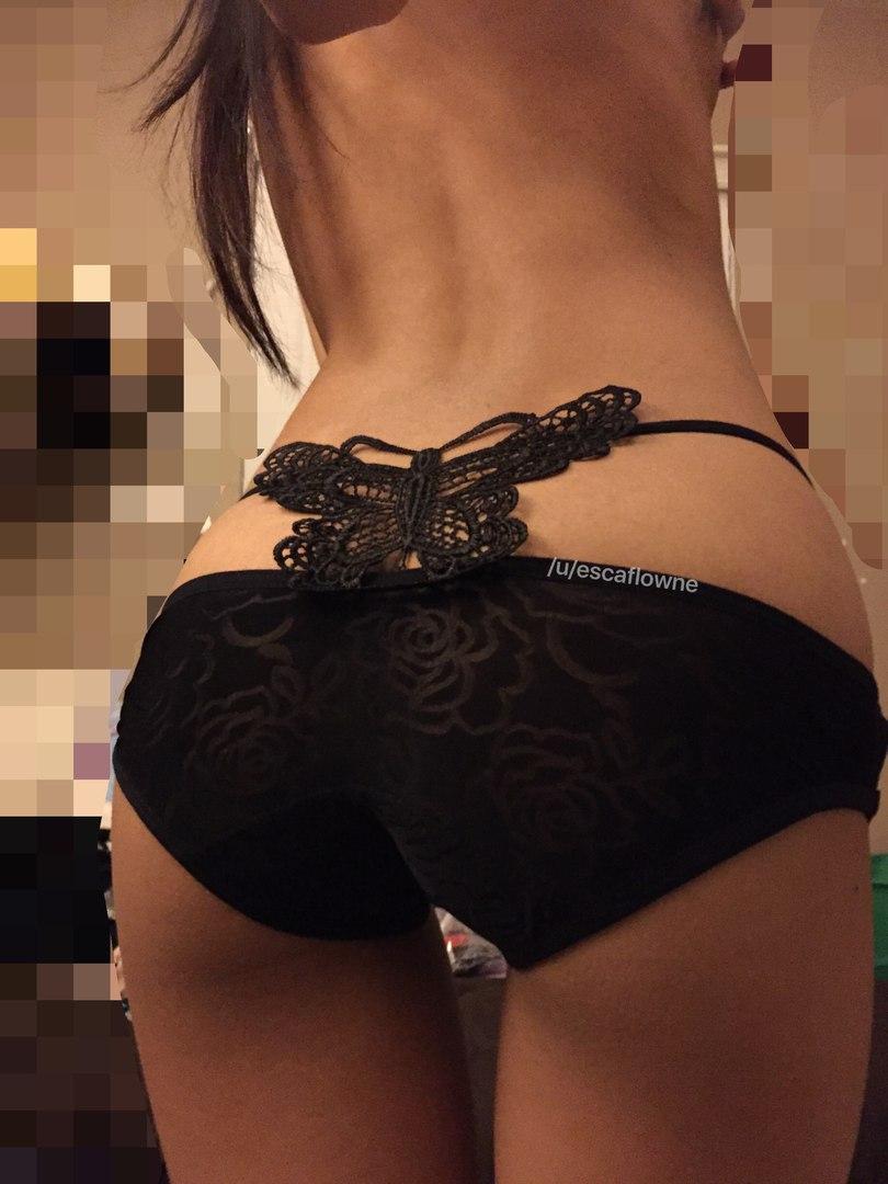 Эротические трусы на красивых женских попках