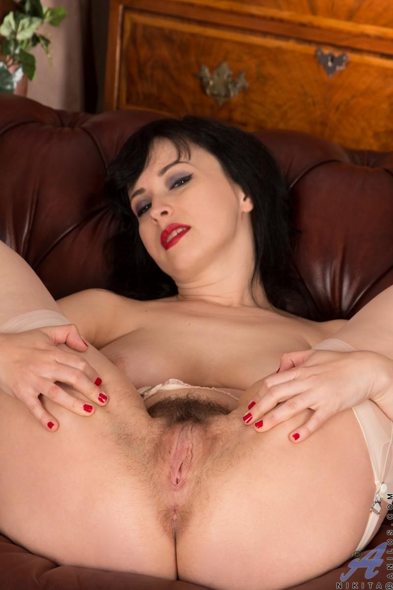 Милая леди с огромной грудью