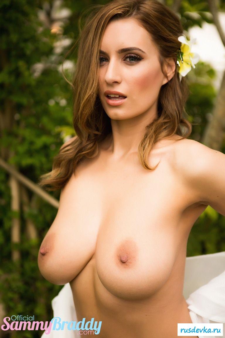 Симпатичная тёлка раздела большая грудь