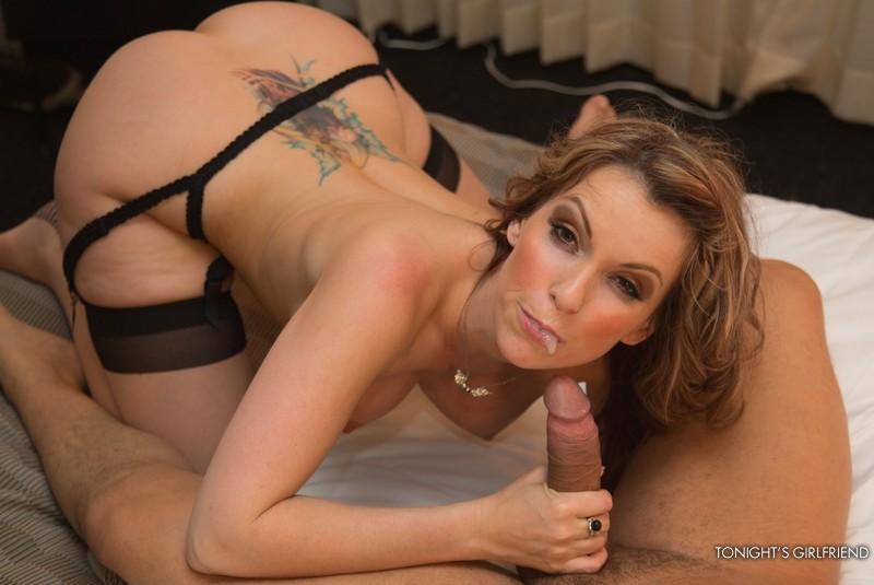 Титястая красотка Courtney Cummz стонет от грубого секса и наслаждается вкусом свежей кончи