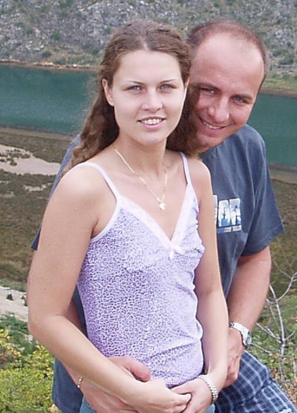 Словачка с маленькой грудью специалистка по дрочке мужского хрена