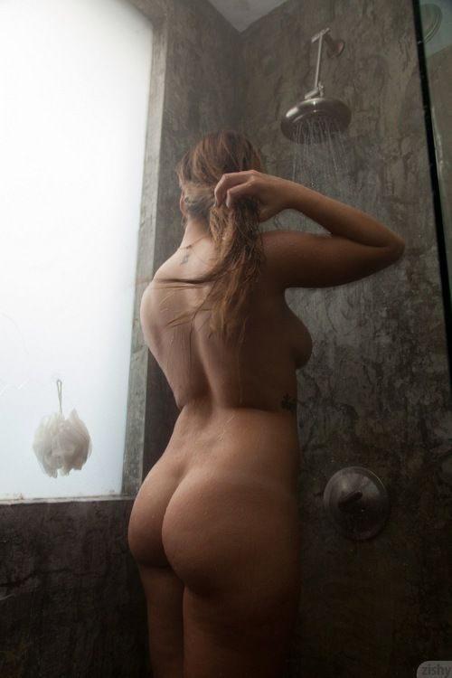 Бабы с лишним весом разделись и блистают своими толстыми сиськами секс фото