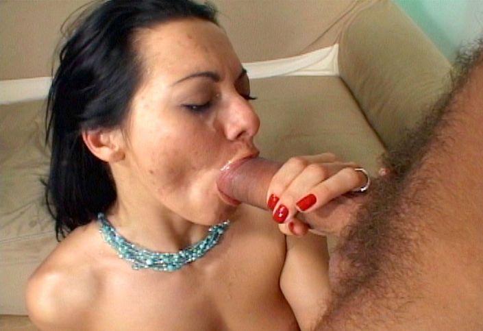 Озабоченной самке после двойного проникновения опорожнились в рот похотливой кончей