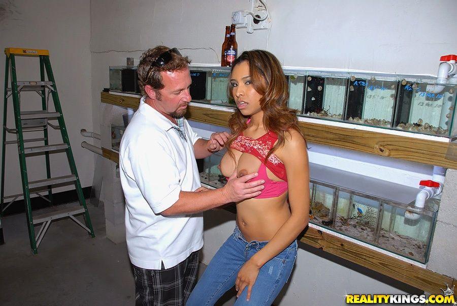 Загорелая сексапильная Nataly Rosa вытрахана до кучи спермы прямо в ее улыбающееся личико