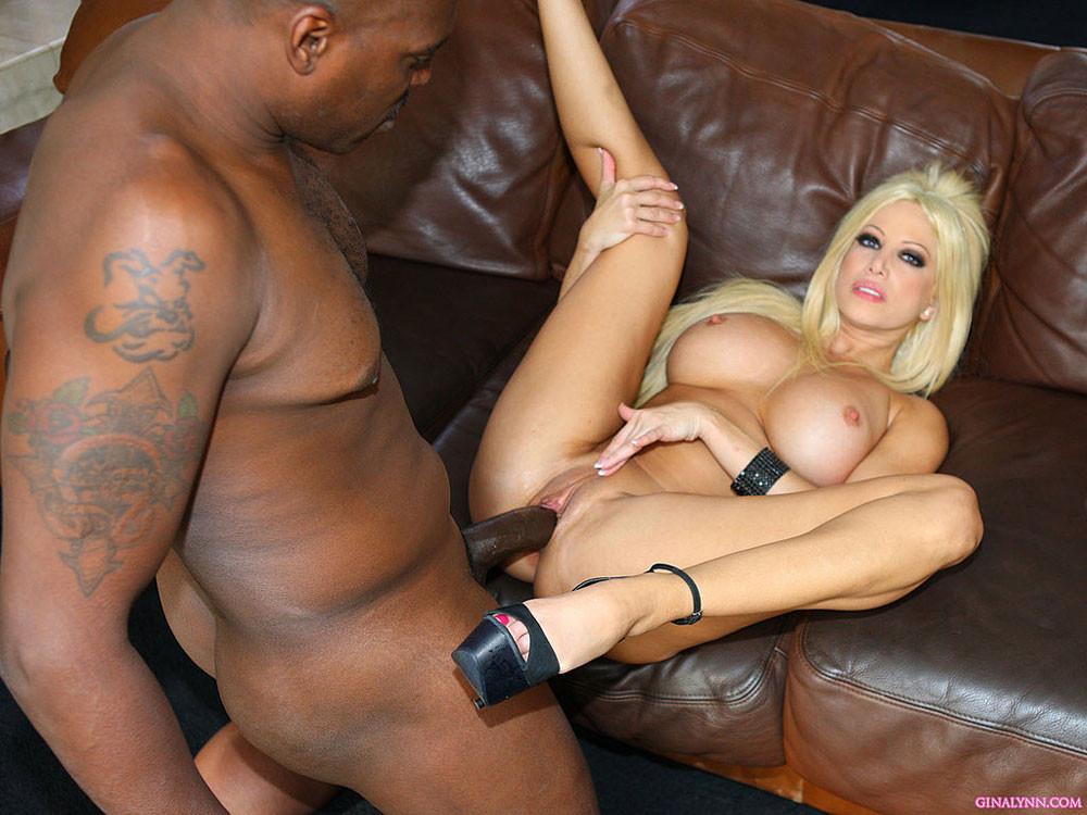 Блондинка Джина была горячо удивлена размером хрена чернокожего самца