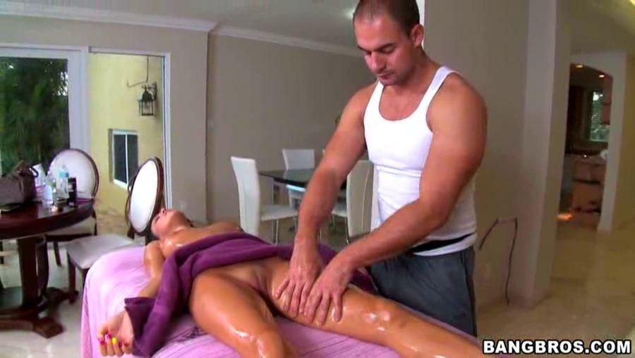 Бреанна Бенсон не сдержалась на массаже и подмахнула массажисту