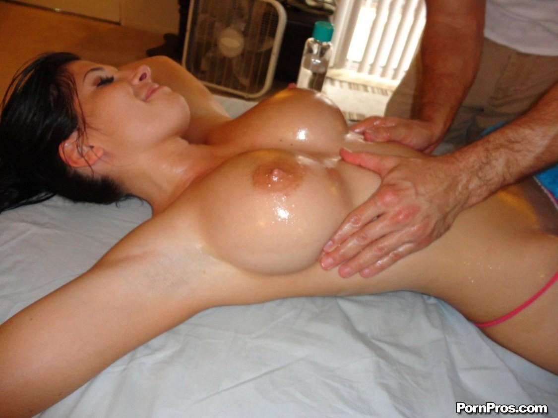 Мулатка дала на массаже