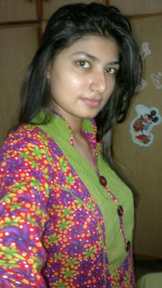 Селфи в красивом белье милой пакистанки