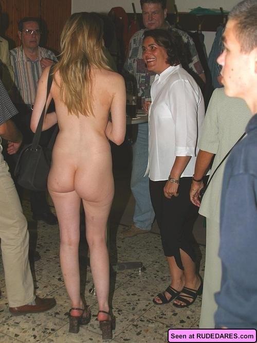 Девахи совсем не прочь светить своими обнаженными телами с громадными дынями, их дойки зачетные