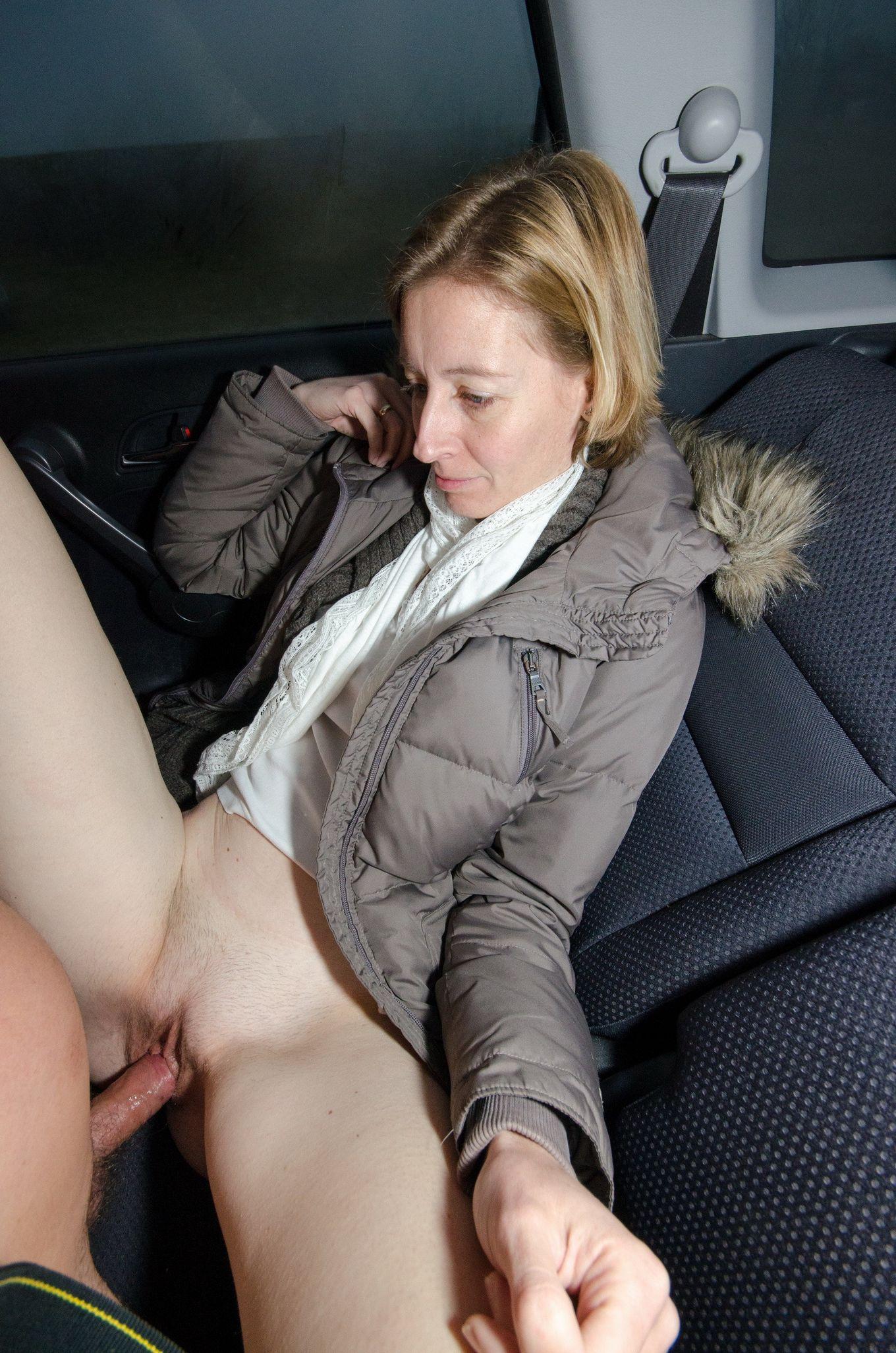 Развлекаемся с женой в машине