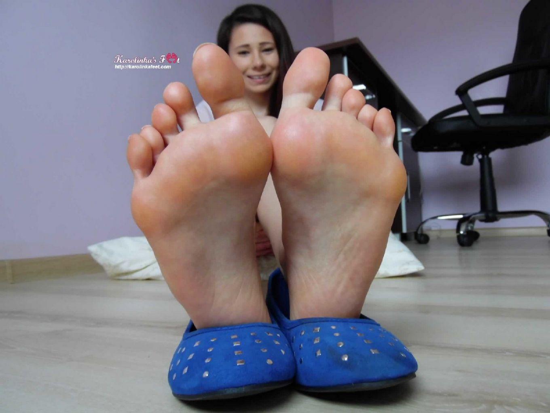 Милые девки которые достаточно обожают надрачивать писюн своими симпатичными ножками
