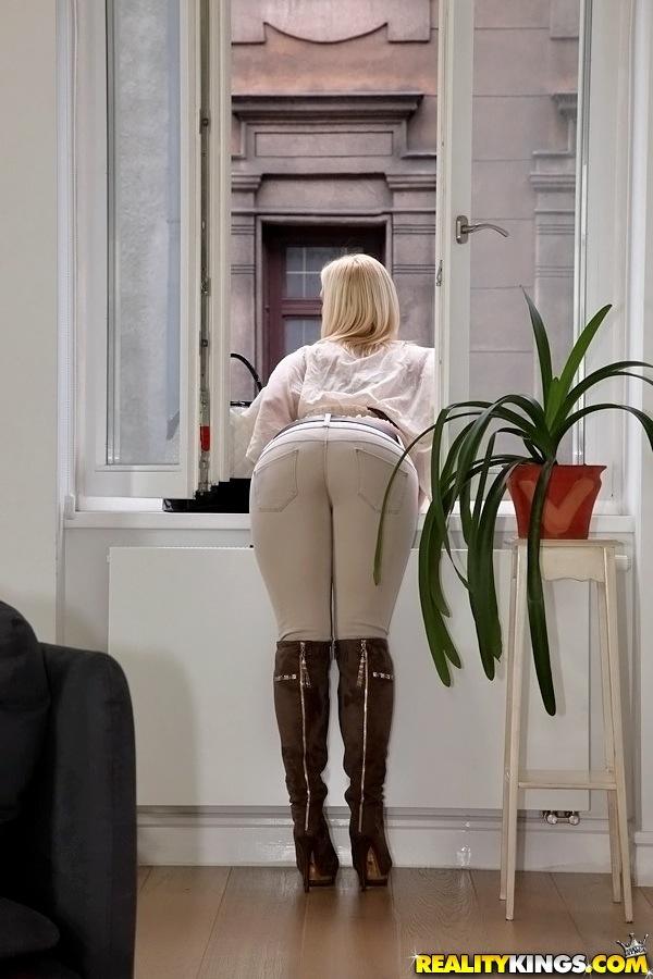 Маргарита сняла трусы для самоудовлетворения секс фото