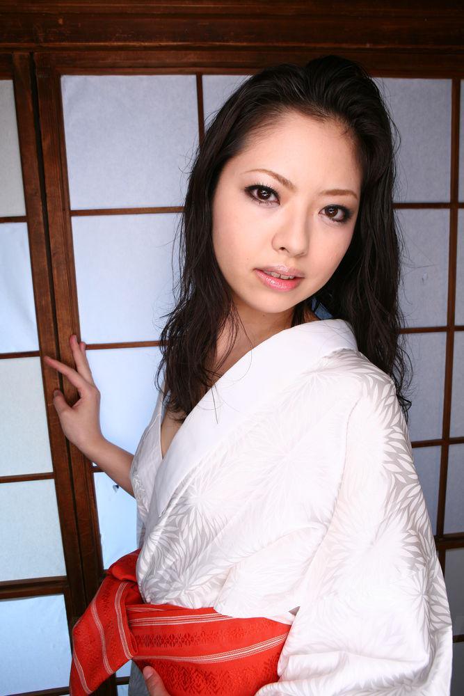 Шлюхастая китаянка Hana javhd лижет сразу двум и получила шикарные семяизвержения