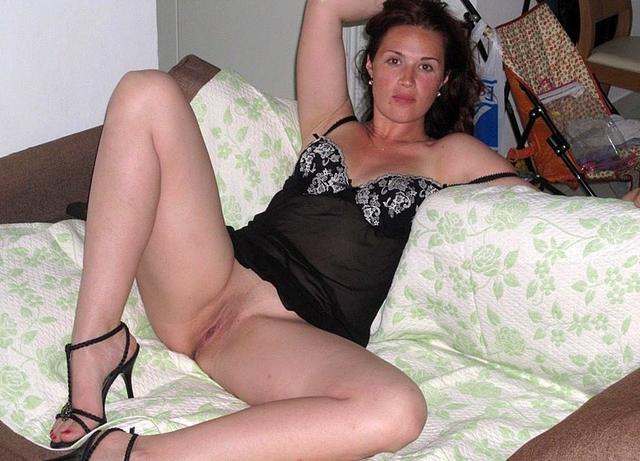 Обрабатывает ротиком фалллос супруга интим фото