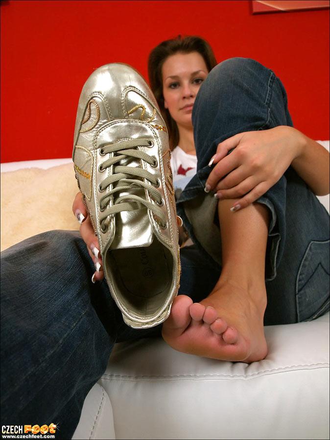 Чешские девки целуют и нюхает свои собственные ножки