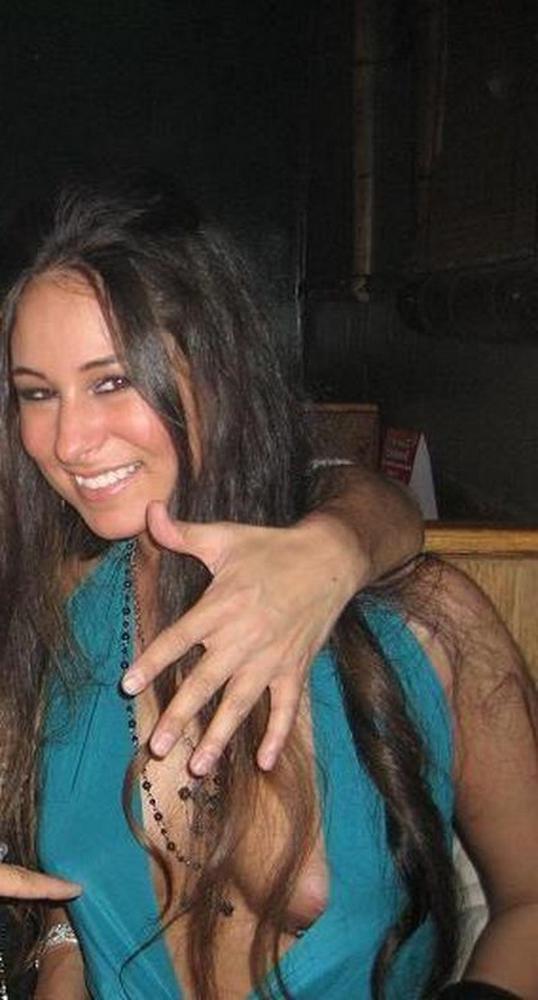 Пьяные горячие студенточки позируют секс фото