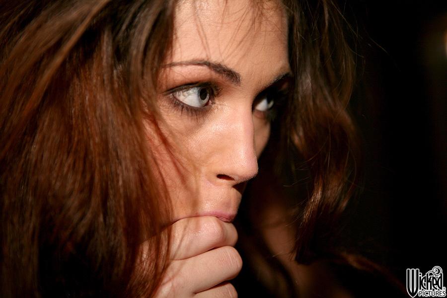 Порочная модель Faith Leon дала вылизать и жестко отжарить свою киску всему юноше