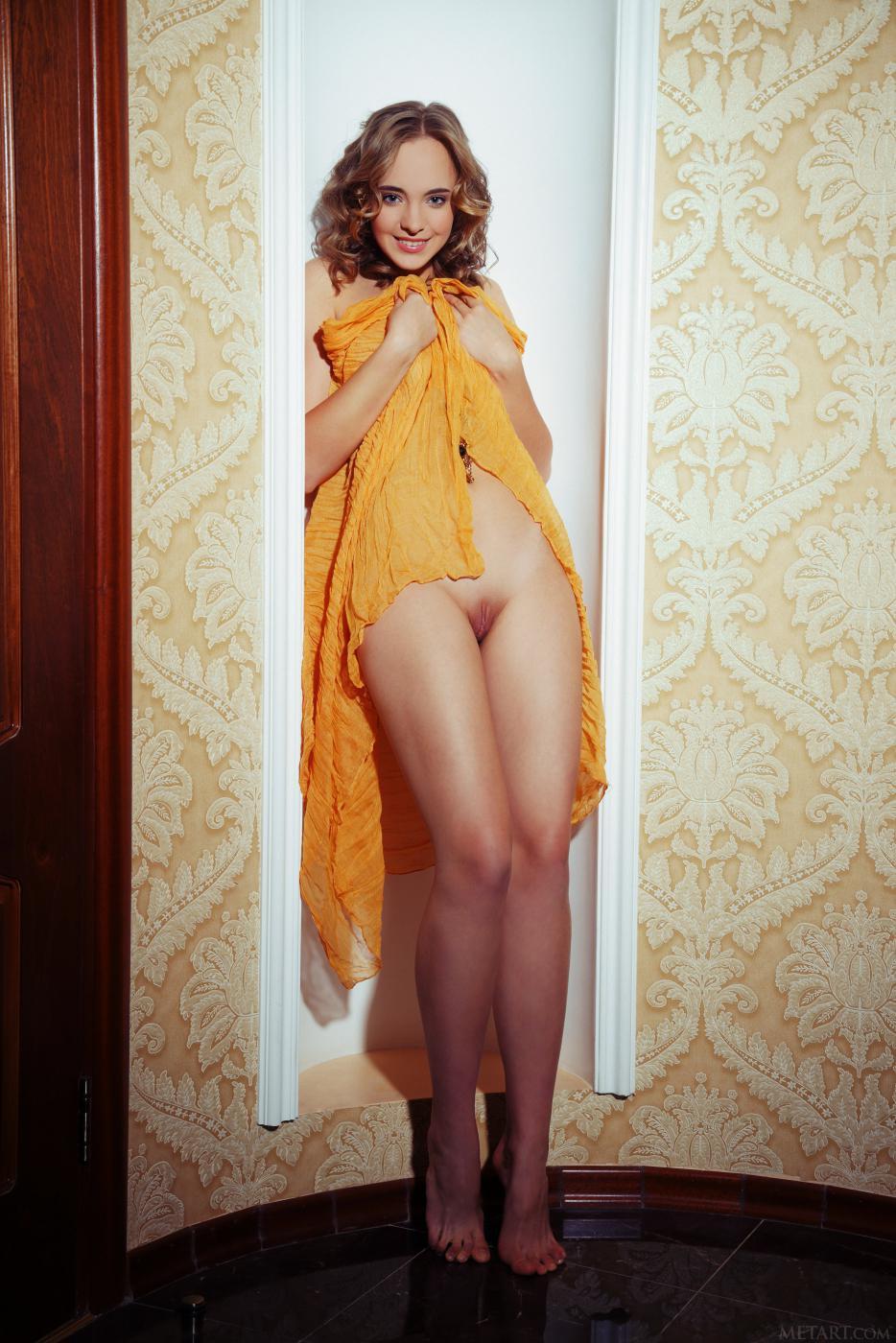 Сексапильная Rachel Blau показывает шикарную бритую вагину