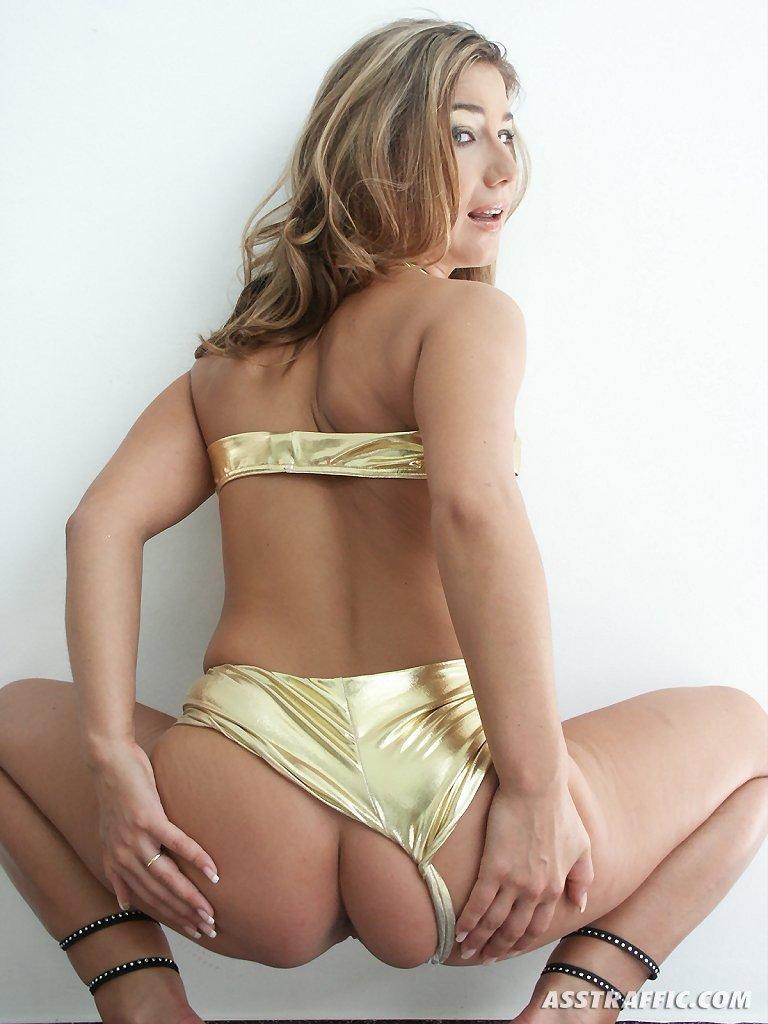 Lenny Power с вагинальными шариками в ее киске берет хороший член в попу
