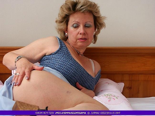 Одинокая бабушка желает помастурбировать утром xxx фото