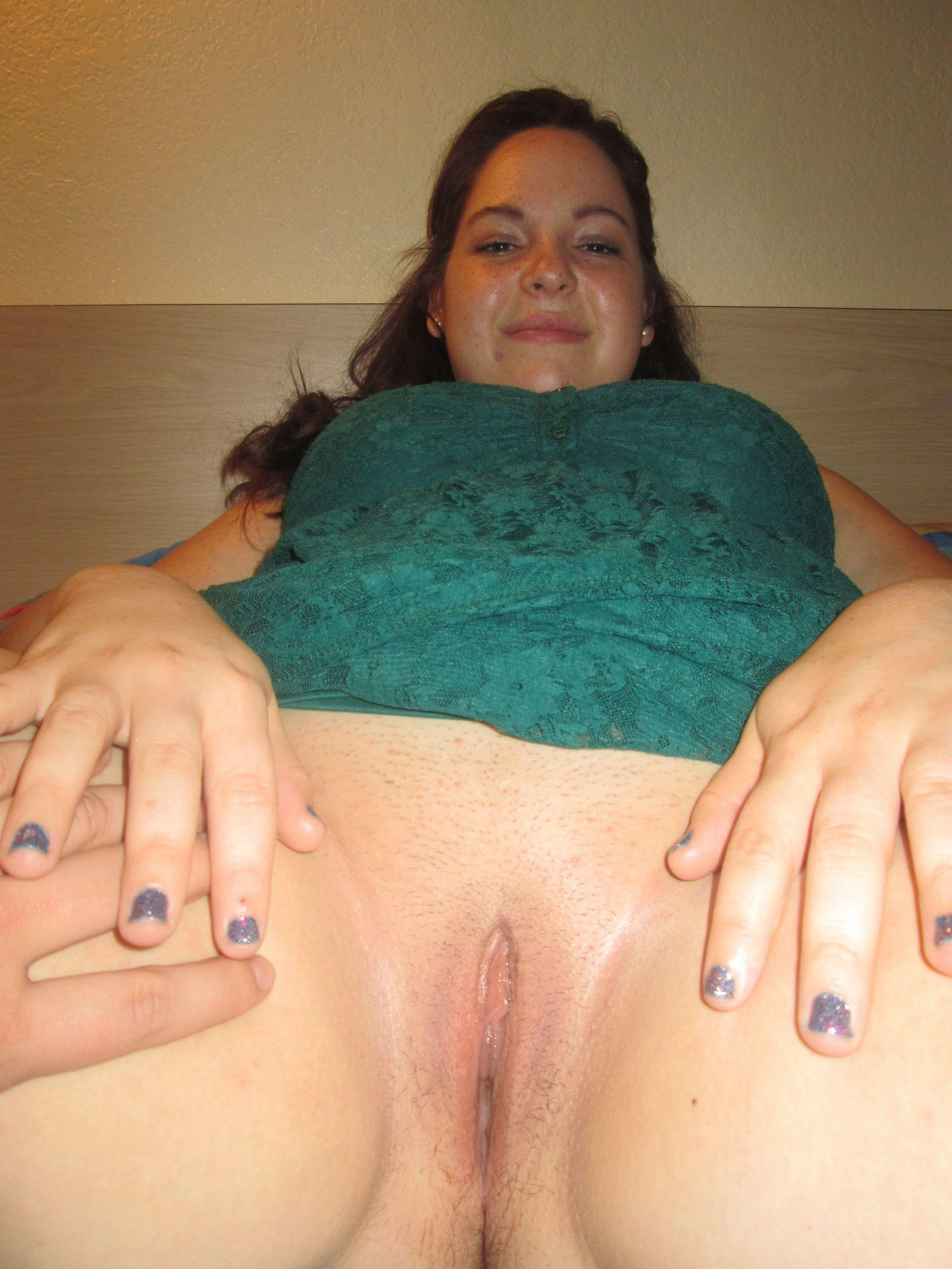 Молодая жируха сильно измучалась без траха