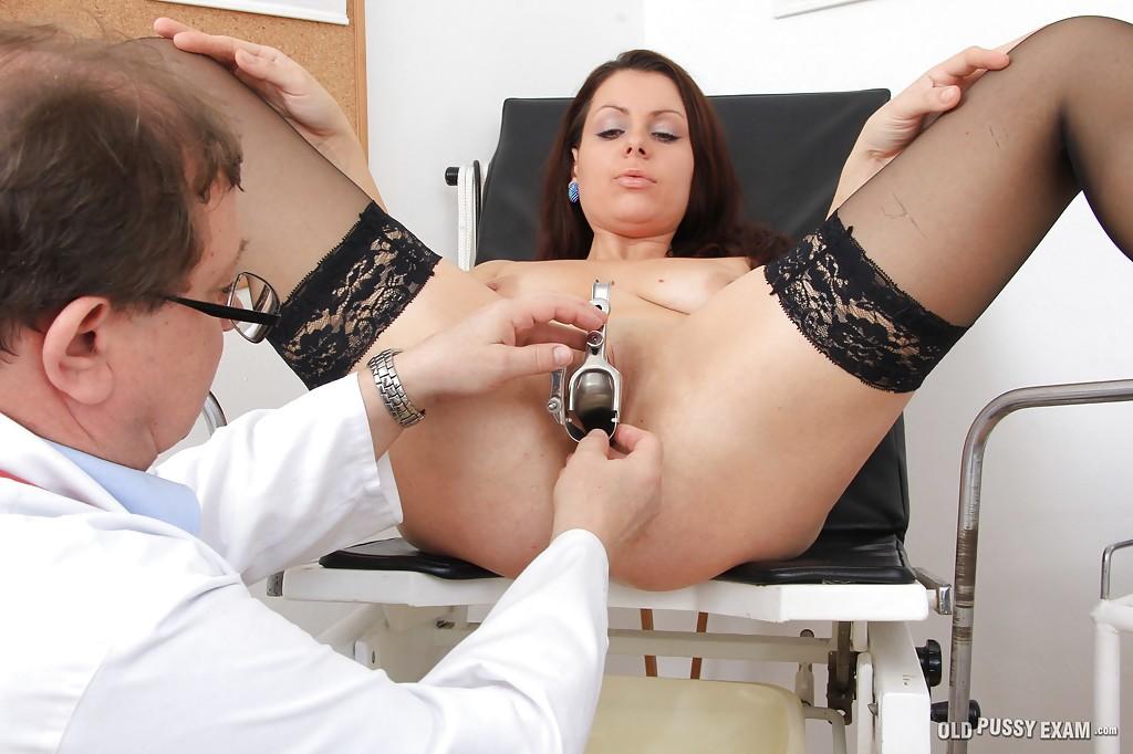 Мамуля в гетрах пришла на осмотр к гинекологу