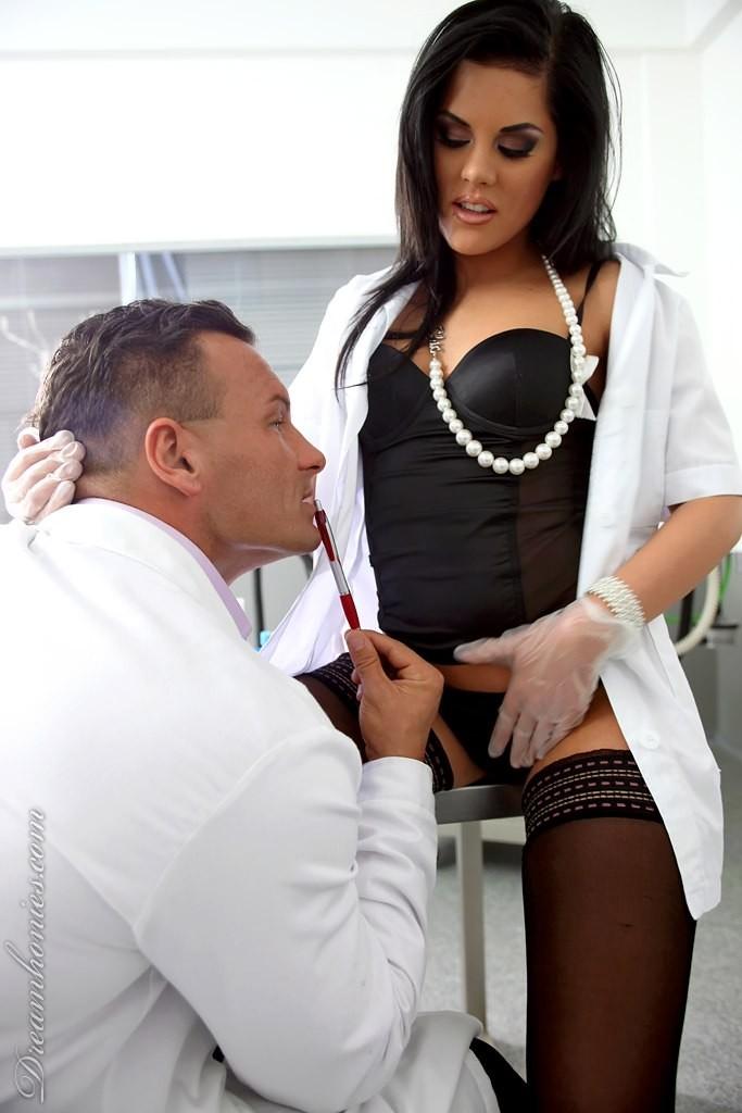 Хардкор с медсестрой в черных гольфах