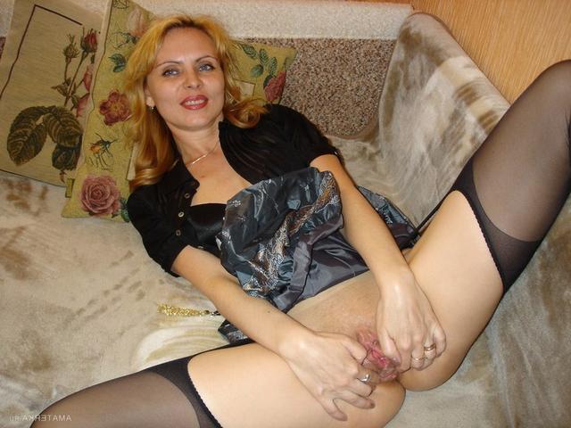 Сорокалетняя блондинка сосет член порно фото